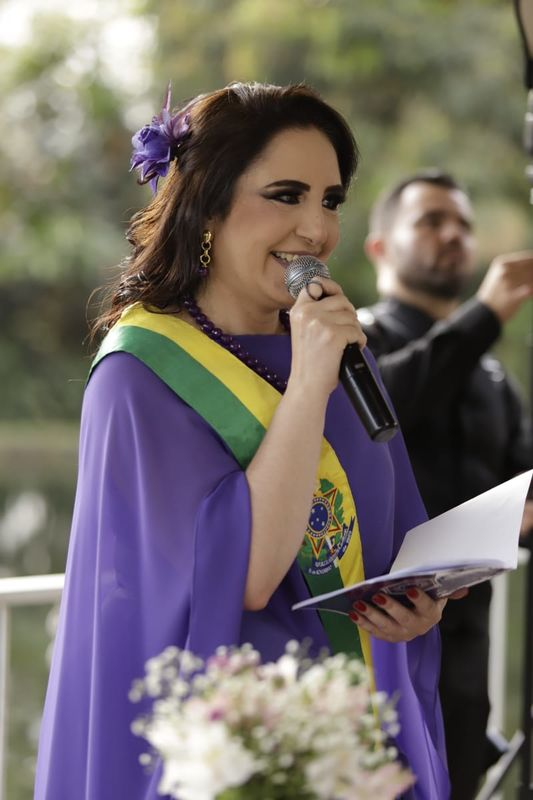 Celebrante Luciana Rocha