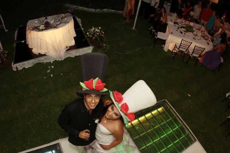Sombreros, lentes, hule espuma, máscaras y lo que se te ocurra para tu boda - Foto El Cotillon
