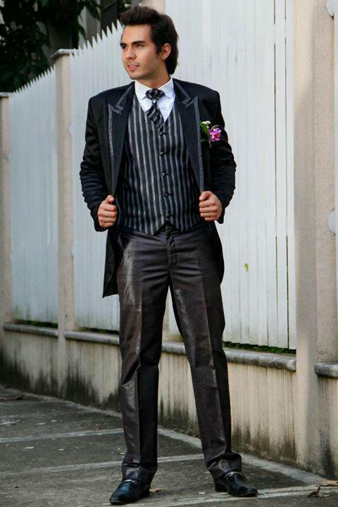 Traje negro con chaleco en negro y gris