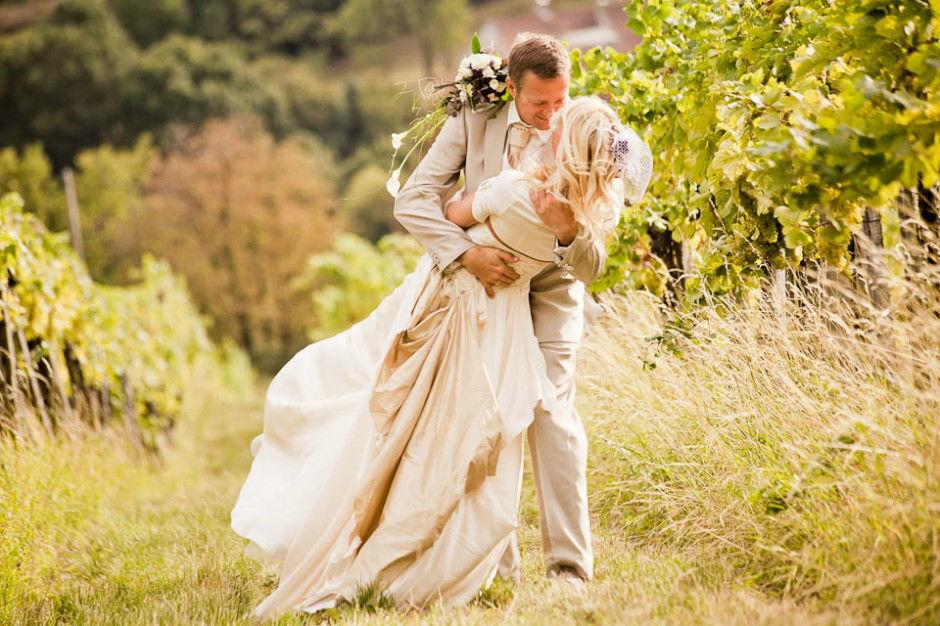 Hochzeit in Grinzing, Wien. Beispiel: Romantische Fotos von Ihrer Hochzeit, Foto: myshoot.