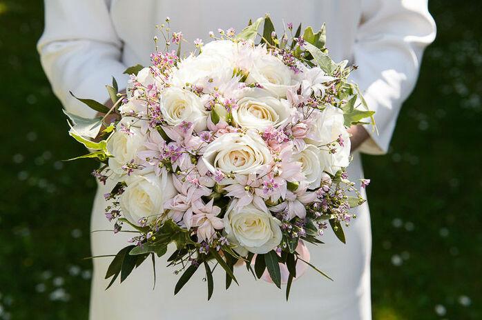 Un très jolie bouquet de mariée.