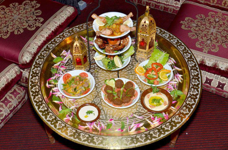 Beispiel: Orientalisches Essen, Foto:  MADI - Zelt der Sinne.