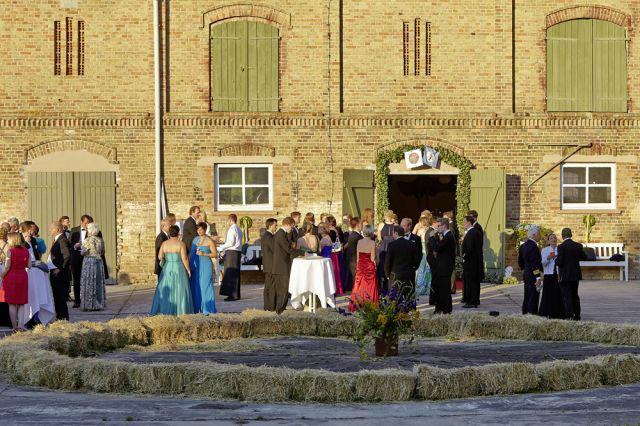 Beispiel: Hochzeitsgesellschaft, Foto: Gutshof Wilsickow.