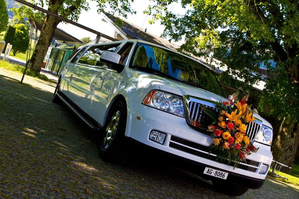 SUV Hochzeits Limousine Hummer weiss mieten