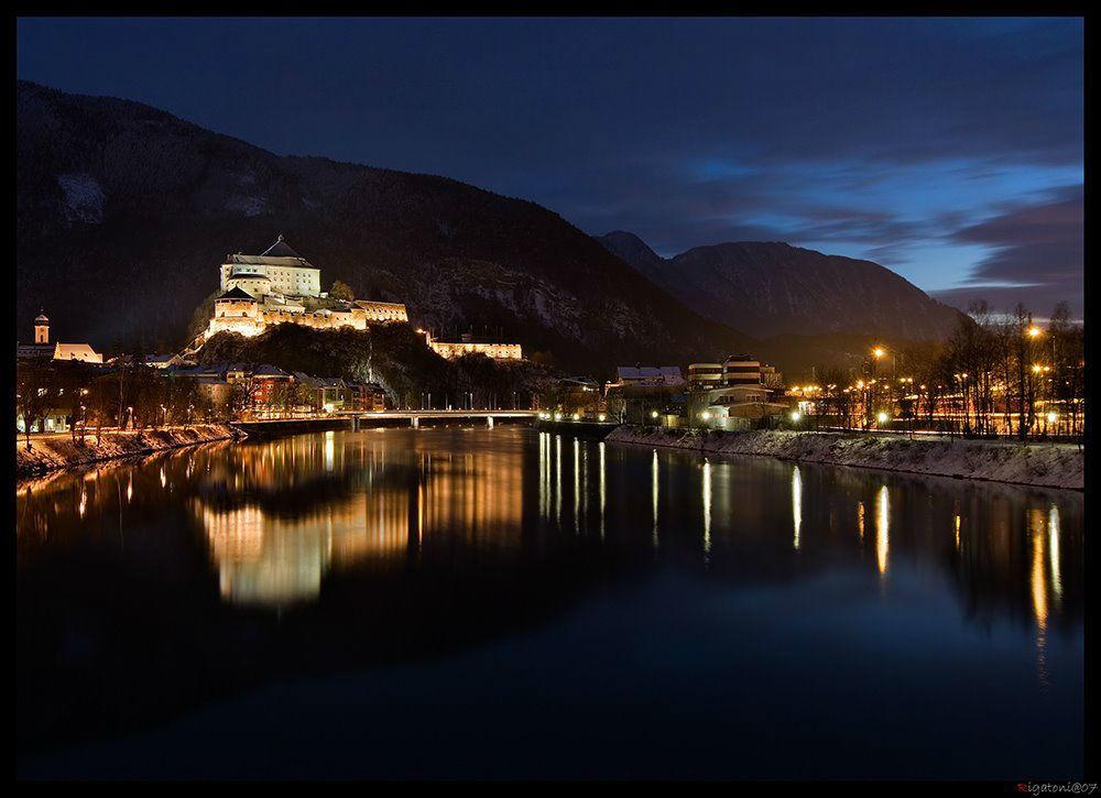 Foto: Festung Kufstein bei Nacht.