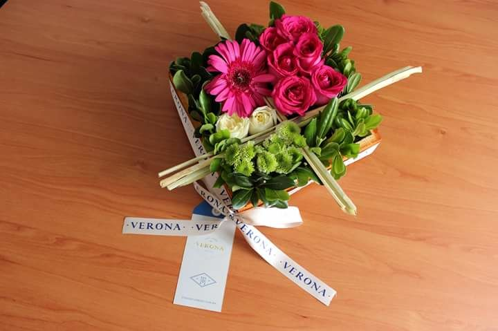 Faenza (gerberas,rosas)