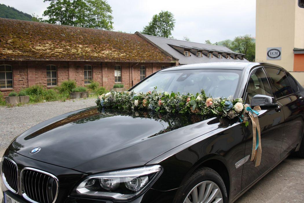 Autogirlande in den passenden Hochzeitsfarben Foto: Calla Décoration