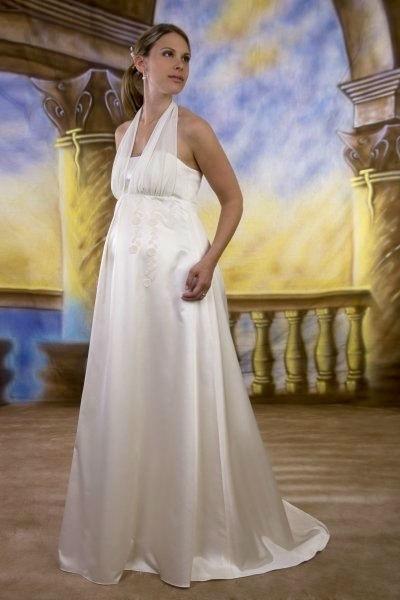 Beispiel: Für schwangere Bräute, Foto: Avorio Vestito.