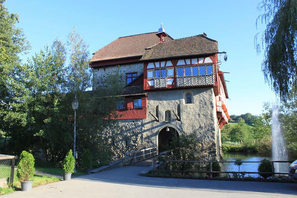 Beispiel: Außenansicht, Foto: Wasserschloss Hagenwil.
