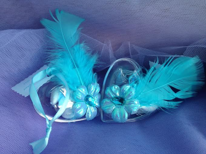 Rassa Dragées Boite coeur sèperable  plexi transparent  décorer   de motif de  fleurs couleur turquoise .