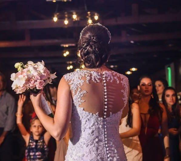 Sumaira Tufaile Vestindo Noivas