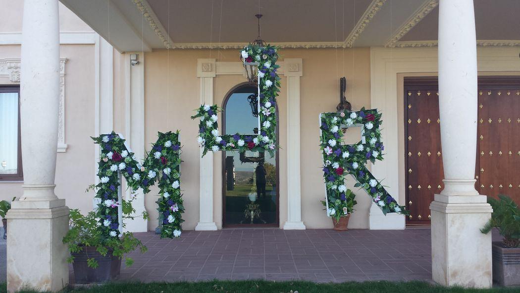 Photocall letras con flores