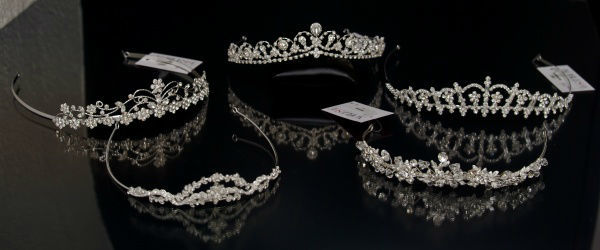 Beispiel: Diademe, Foto: Bea's Brautmode Accessoires.