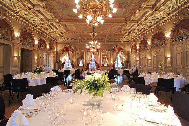 Beispiel: Hochzeitsgedeck im Bankettsaal, Foto: Hotel Bären Langenthal.