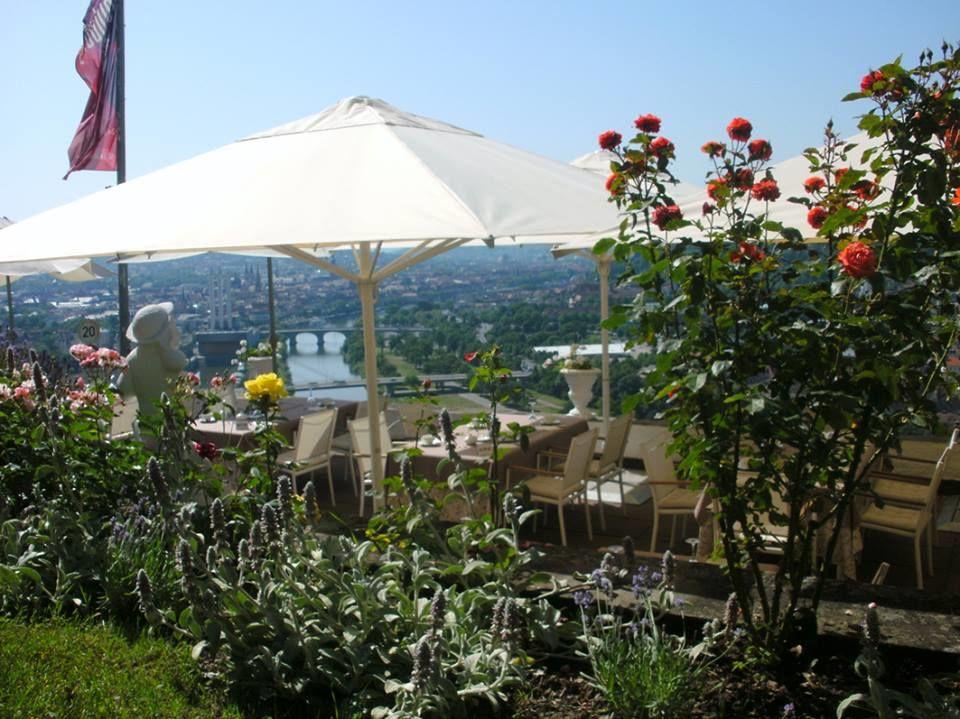 Beispiel: Terrasse mit Ausblick, Foto: Schlosshotel Steinburg.