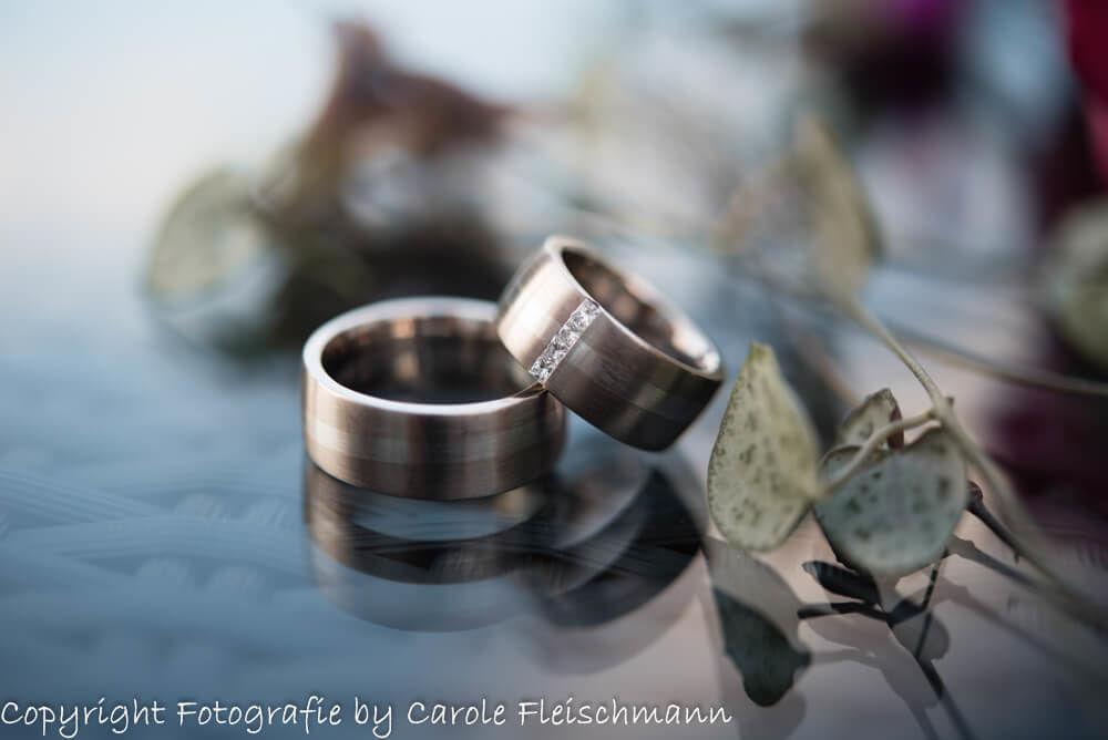 Beispiel:Entzückende Hochzeitsringe als ideales Hochzeitssujet,Foto:Carole Fleischmann Fotografie.