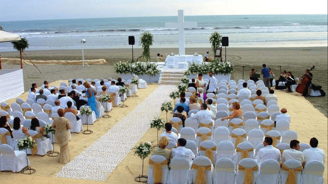 Ceremonia religiosa en playa
