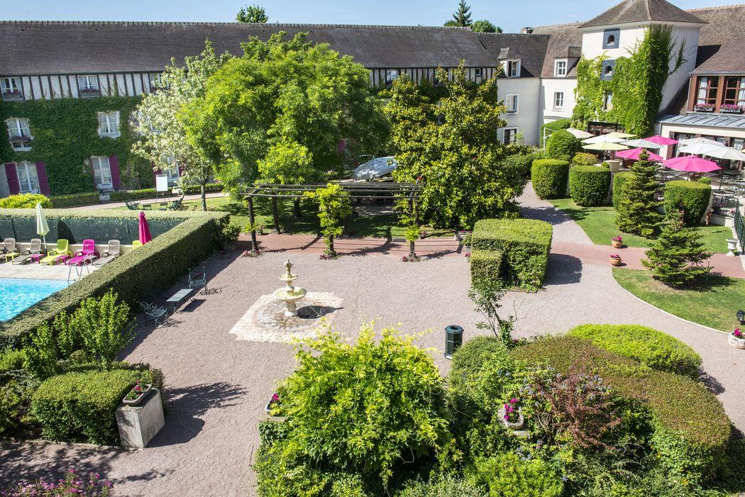 Vue des jardins et terrasses du Manoir