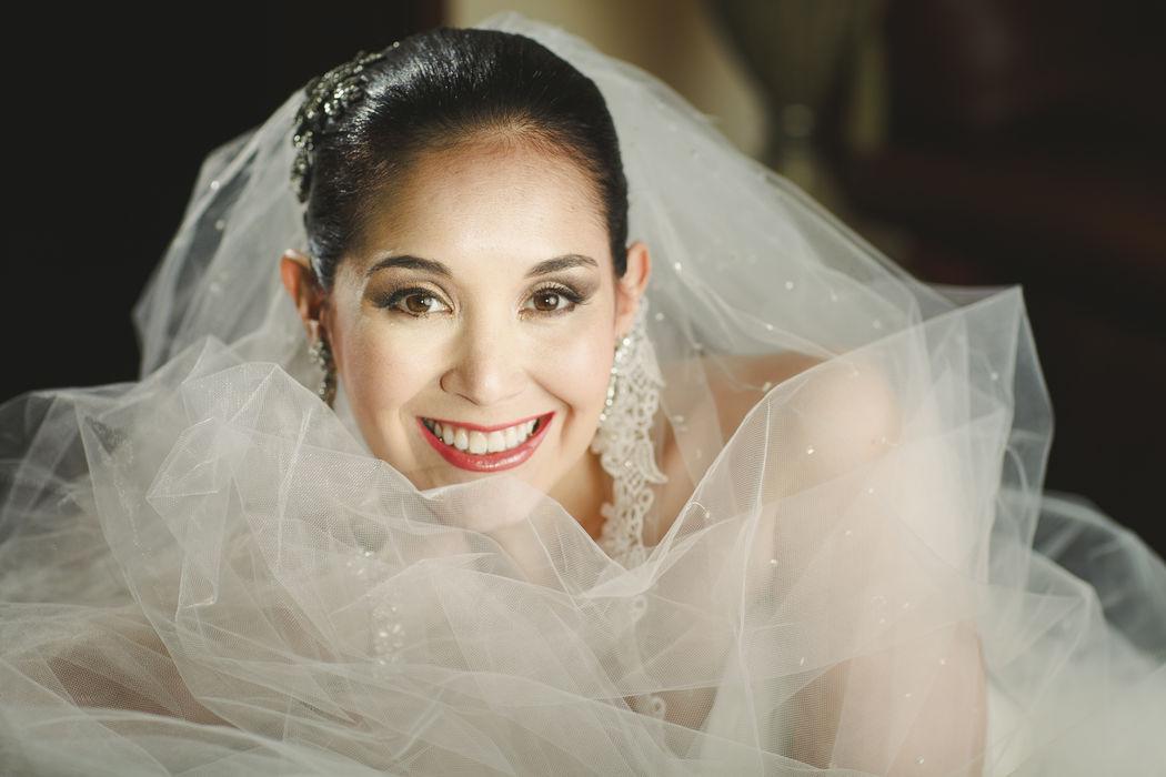 Carolina me envía las fotos de su maquillaje del día más especial de su vida, su boda. Desde aquí solo puedo desearle muchos años de felicidad y decirle que estaba muy linda!!!