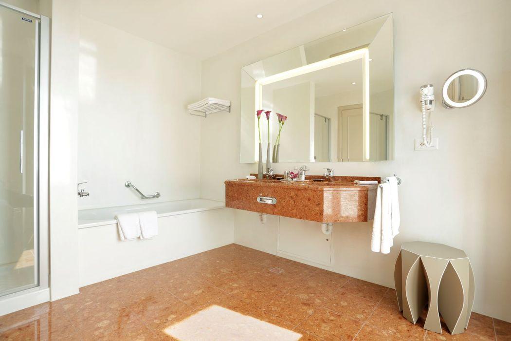 Badezimmer Foto: Hotel Schweizerhof Luzern