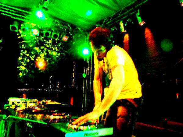 Beispiel: DJ in Aktion, Foto: Mobile Hochzeits-DJs.