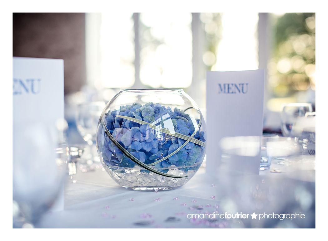 Au Jardin d'Egly - centre de table hortensia bleu vase boule