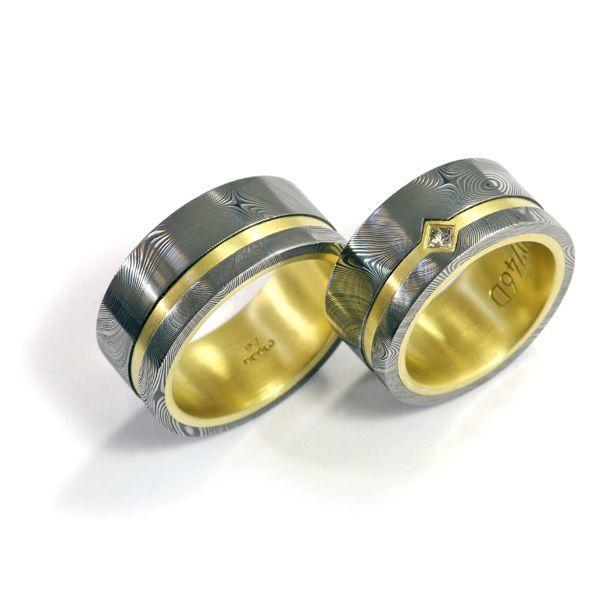 Eheringe in Grüngold und Damast Stahl und gelbem Diamant