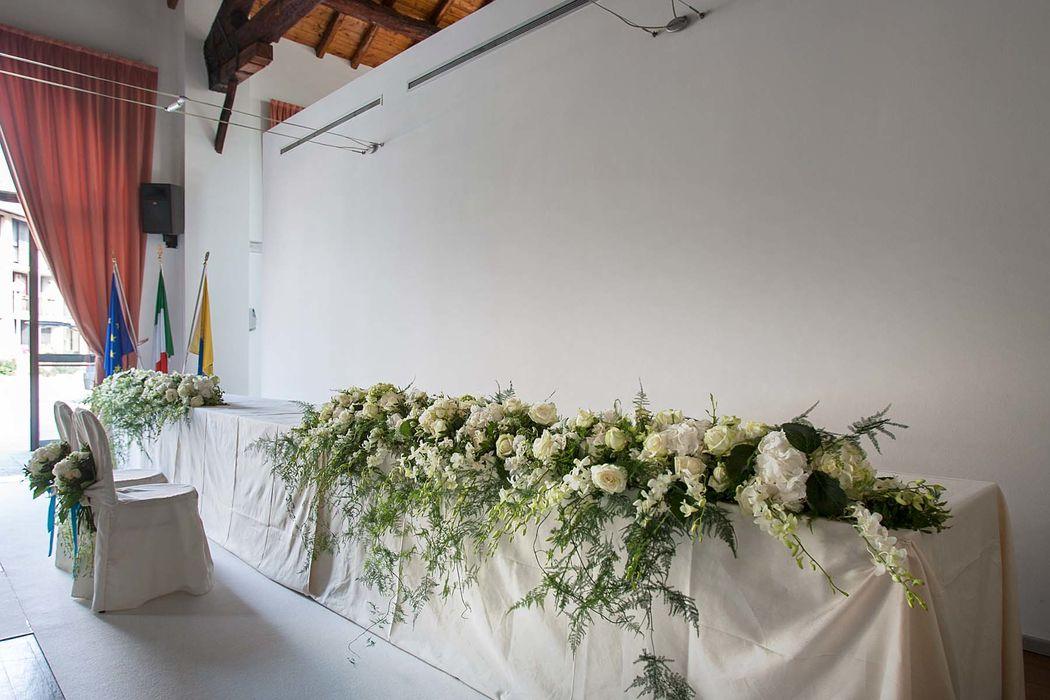 rossevents_allestimentomatrimoniocivile_trasformare una sala per le riunione comunali in una location elegante e adeguata alla celabrazione di un rito civile. Milano 2015