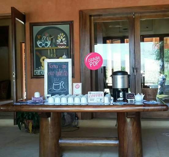 Mesa cafetera un complemento lindo para el banquete