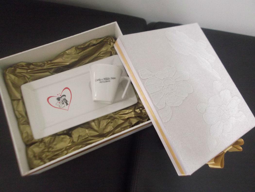 caixa com xícara café platô.
