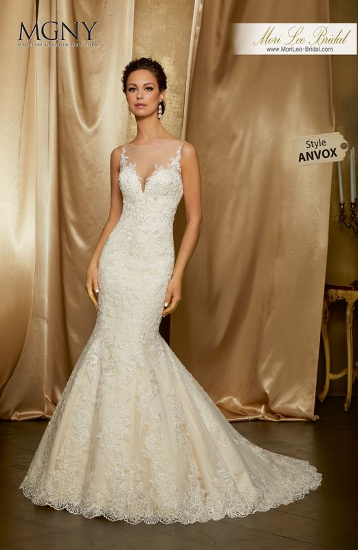 Style ANVOX Omayra  Crystal beaded alençon lace appliqués on a fit and flare tulle gown with hemlace  Detachable tulle train