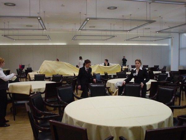 Beispiel: Linials-Team bei den Vorbereitungen, Foto: Linials Catering.
