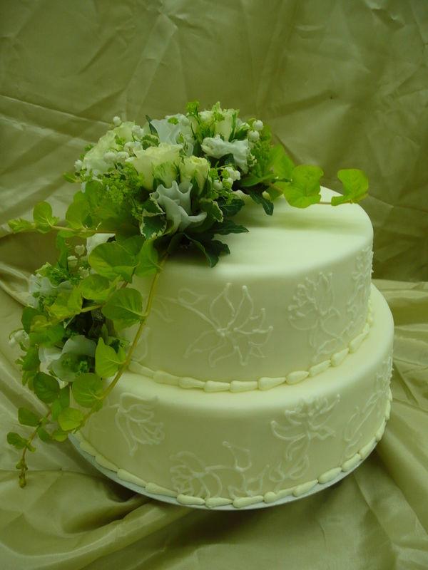 Beispiel: Hochzeitstorte - zweistöckig, Foto: Cafe Kiess.