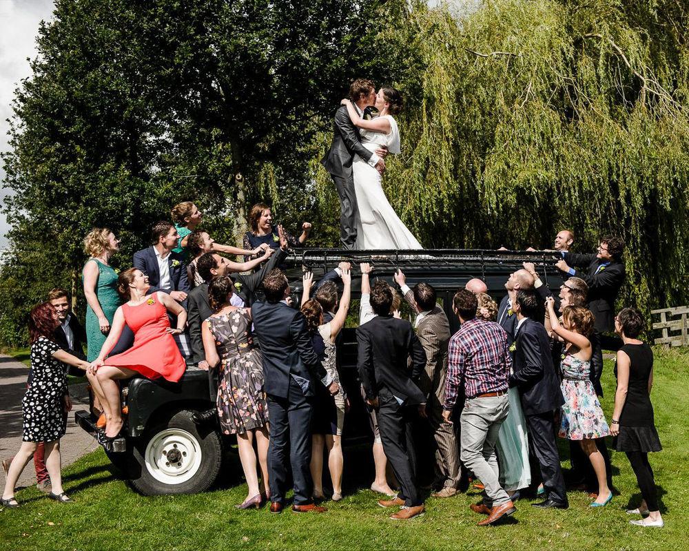 bruidsfoto met vrienden