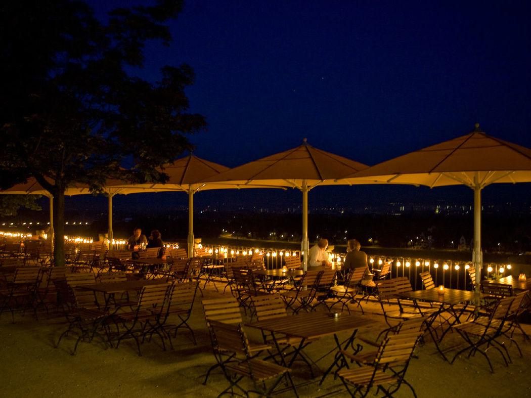 Beispiel: Biergarten bei Nacht, Foto: Lingnerterrassen.