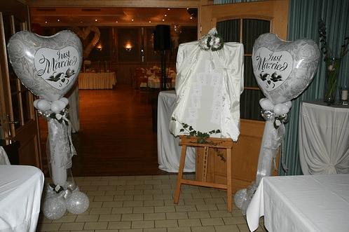 Beispiel: Ballondekoration Hochzeit, Foto: Balloonia.