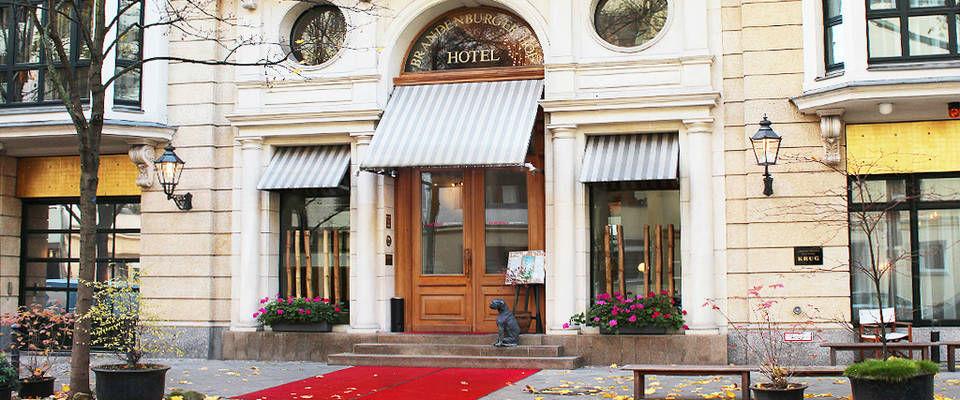 Beispiel: Hoteleingang, Foto: Domero Hotel Brandenburger Hof.