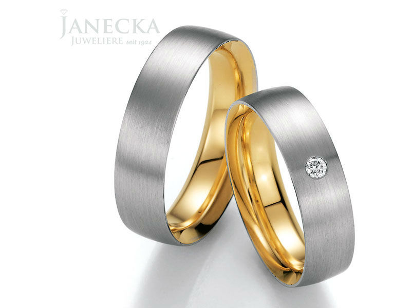 Beispiel: Mehrfarbige Trauringe, Foto: Juweliere Janecka.