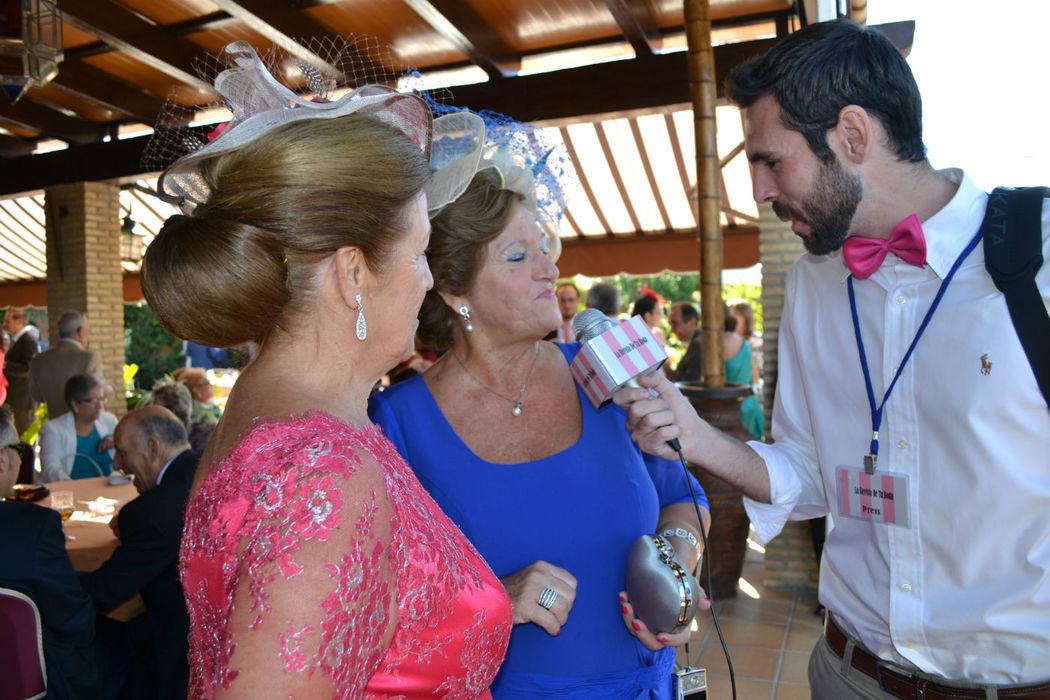 Todos los invitados pasan por nuestro micrófono y dejan sus impresiones de la boda