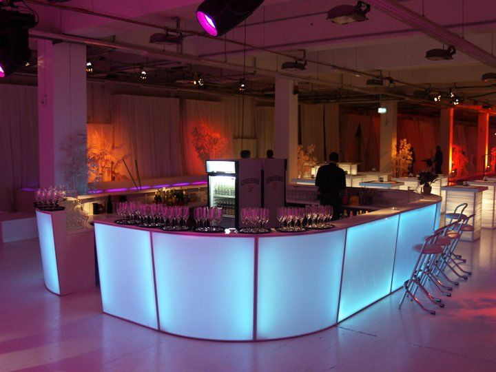 Beispiel: LED-Tresen, Foto: Alles für Ihre Party.