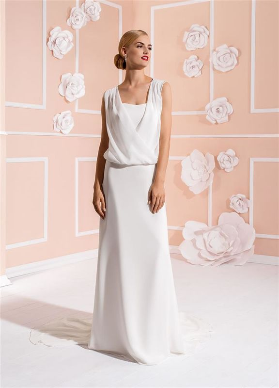Beispiel: Schlichte Kleider, Foto: Braut Atelier Blendel.