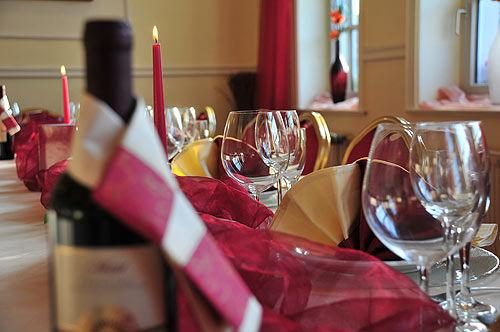 Beispiel: Hochzeitsgedeck, Foto: AKZENT Hotel Goldene Krone.