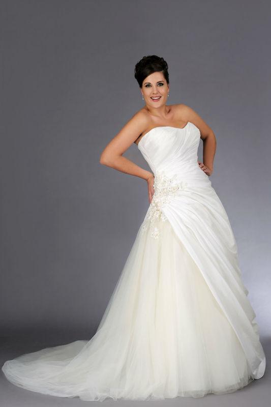 Beispiel: Wunderschönes Brautkleid in großer Größe, Foto: Brautstudio Sposa Favola.