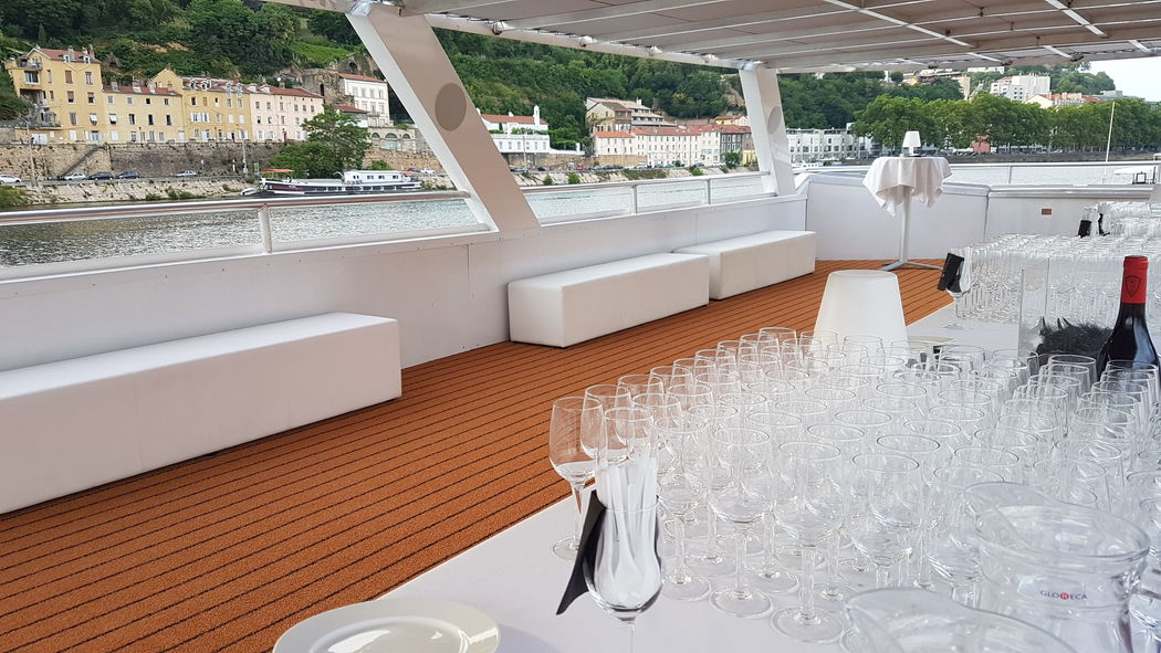 Les Yachts de Lyon  | Le Volupte et L'Officiel
