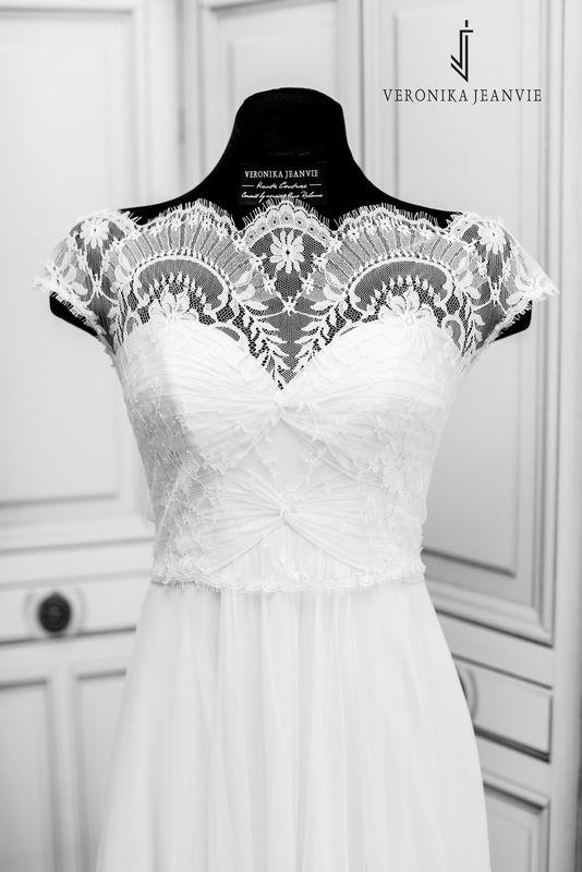 Robe de mariée bohème fluide sur-mesur dentelle | Collection 2017 | Veronika Jeanvie