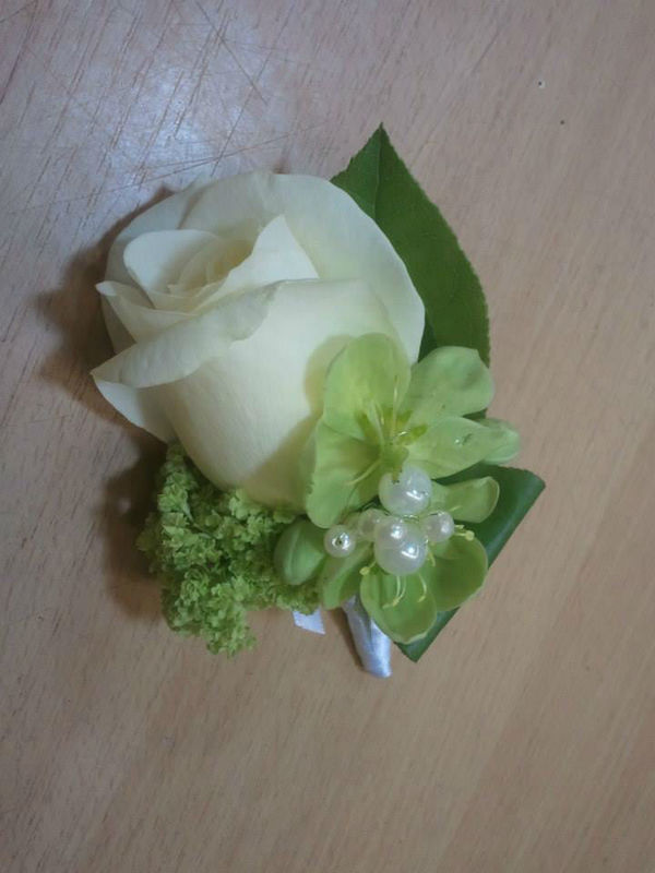 Beispiel: Blumenanstecker, Foto: Blumenstube Rath.