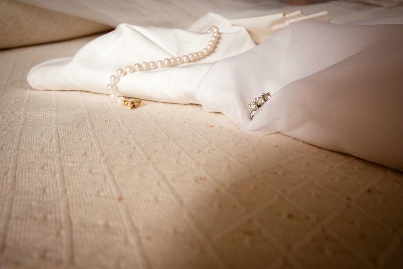 Foto Impressioni - Abito da sposa con gioielli