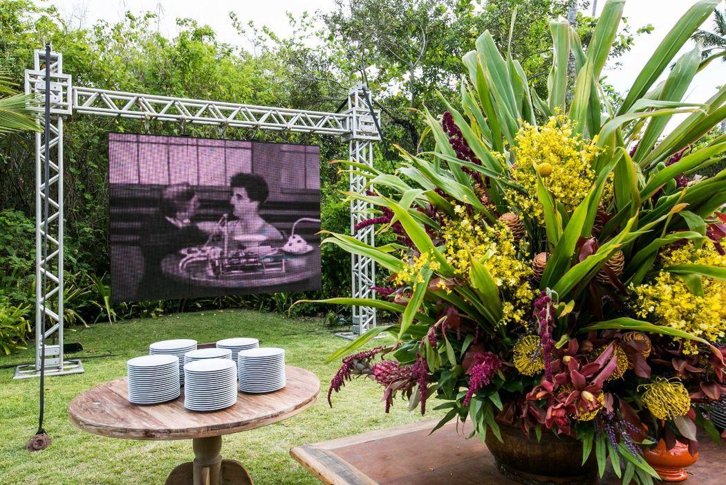 Áudio e vídeo, flores e mobiliário por Congregabahia - Soluções em Eventos