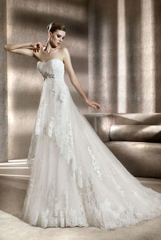 Beispiel: Märchenhaftes Brautkleid, Foto: Silhouette.