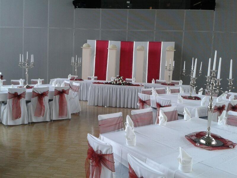 Beispiel: Dekoration Ihrer Hochzeitslocation, Foto: Dilara's Eventdeko.